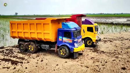 儿童车辆玩具,三辆自卸大卡车在户外模拟施工真棒
