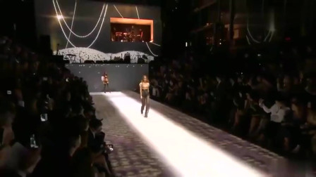 时装秀:绝妙的设计,简约的配色,这衣服简直太美了