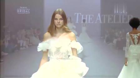 时装秀:美女模特薄纱走秀,满屏的大长腿,性感可爱一览无遗!
