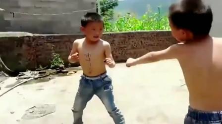 两位小大师,模仿李小龙和叶问,功夫照样这么牛掰