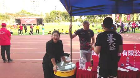 老外在中国:为啥外国人来中国不想走,听下这两外国人咋说,突然觉得好自豪!