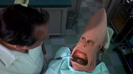 外星人来牙科检查牙齿,不料刚张开嘴,医生就被满口尖牙吓一跳!
