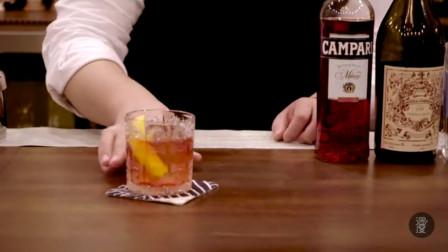 这一款鸡尾酒,又苦又烈,又丝丝清甜,带着橙皮的清香,怎么调的