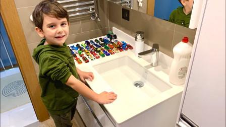 小正太给玩具汽车洗澡,结果会是什么样呢?益智儿童故事亲子游戏