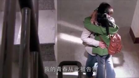 小男友和小美女抱在一起,不料被老女人撞个正着,这下醋意大生