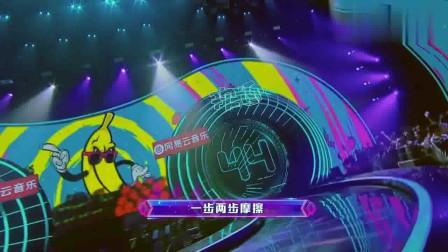 嗨唱转起来:华晨宇版《我的滑板鞋》,看看距离