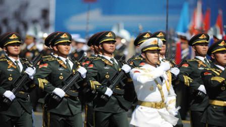 """三军仪仗队的""""指挥刀"""",为何不用中国传统宝剑?而是西洋剑"""