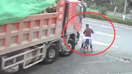 """男子作死和大货车抢道,司机一脚油门直接送他""""上西天"""",记录仪拍下全程"""