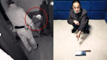 民警果断破门!实拍:男子酒后提菜刀扬言砍老婆 被家属举报抓捕