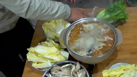 徐大嫂做最美味的酸菜炖老母鸡,真下饭