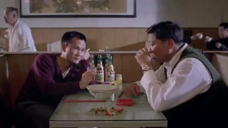 七小福:林正英喝白酒,杯子举起来却没喝,没想到把洪金宝给了!