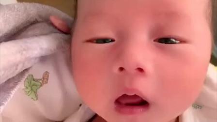 宝宝打喷嚏打不出来的样子太可爱了!