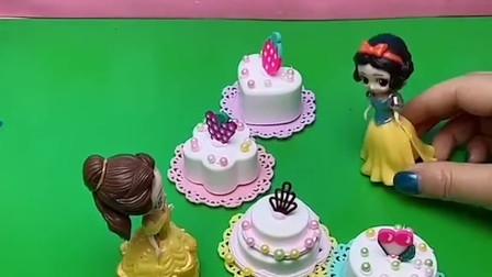 贝儿对白雪很好,白雪给贝儿做了很多生日蛋糕,她们是很好的姐妹。