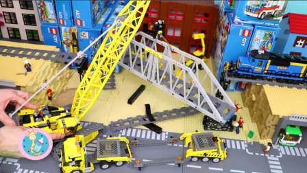 铁轨被弄断火车过不去很着急 吊车修铁轨高架桥益智积木玩具