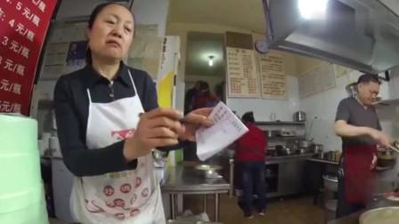 老外放狠话吃遍中国一个市,结果一锅冒菜就堵住他的嘴!