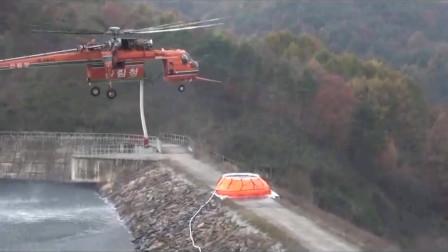 灭火直升机取水,还真是第一次见这种场面,不得不说看起来真是太霸气了!