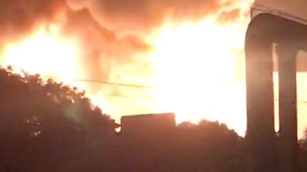 北仑区物流公司凌晨突发火灾,熊熊大火被控制,无人员伤亡