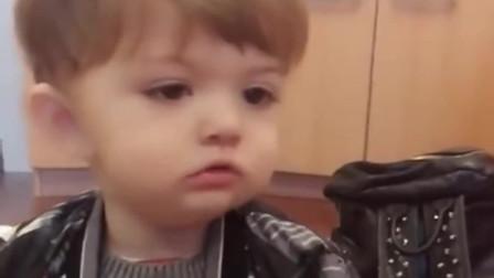 1岁混血宝宝喊爷爷,妈妈听了好几遍才听明白,真是太呆萌了!