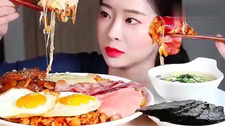 韩国吃播:培根奶酪芝士焗饭,喝上一碗蔬菜汤,剩下的饭用紫菜包上,过瘾