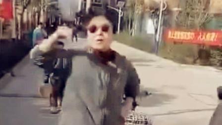 已拘留!实拍:女干部不戴口罩还对人破口大骂被强行拖走