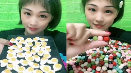小姐姐试吃:小蛋仔糖、巧克力豆,各种口味任选,你喜欢吃哪个呢