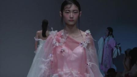 时装秀:粉色蕾丝刺绣吊带裙,甜美活泼,彰显青春靓丽的少女气息
