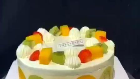 如此新鲜外露的鲜果慕斯蛋糕,看着就想吃,是怎么做成的呢?