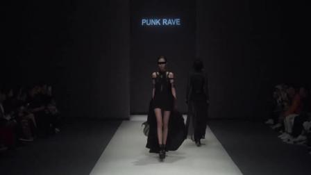 时装秀:黑色紧身裙,宛若黑暗世界走出的女王,高贵又霸气!
