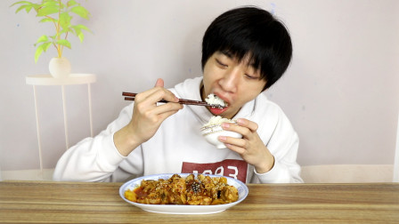 """小伙自制创新菜""""咖喱乡巴佬排骨""""浓香四溢,再来一盘也能吃完"""