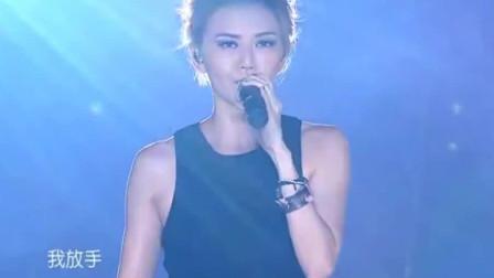 孙燕姿现场演唱《我怀念的》,极具个人特色的声音,好听