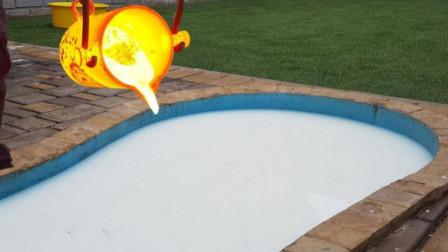 高温铜水遇到非牛顿流体会怎样?老外亲测,竟产生华丽的火舞表演