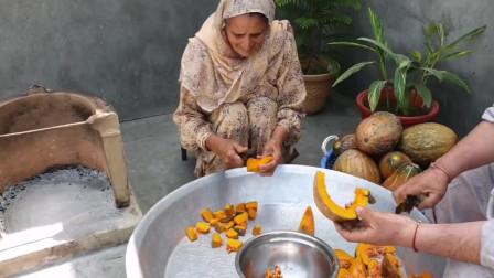 印度爱心老奶奶,用南瓜做了一道美食,分给贫困区的孩子们吃,孩子们高兴坏了