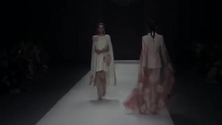 时装秀:花朵刺绣裙气质柔软,搭配粉色纱质披肩,显得甜美娇嫩!