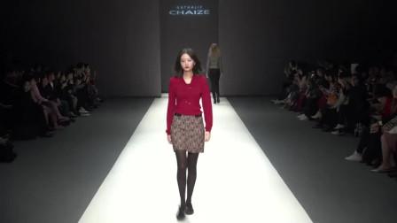 时装秀:简单上衣配性感花裙,这种混搭太好看了,引领时尚新潮流