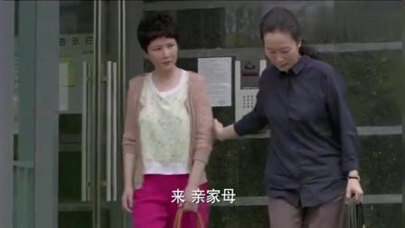 辣妈正传:夏妈在楼下碰到了元妈,可是元妈却不认得她是谁!