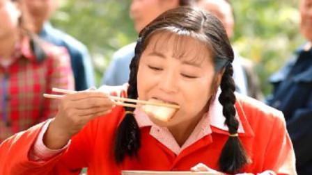 柿柿红:柿红吃牛旺的酒席,大口吃肉的样子,牛旺看懵了!