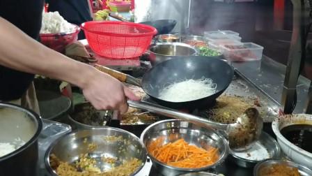 美食:实拍广东炒粉摊,价格实惠,味道超级棒,吃过的人都点赞