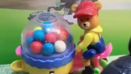 买好吃的糖果了,嘟嘟好想吃糖,熊大叔说换牙不可以吃糖!