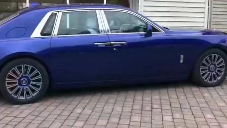 劳斯莱斯的车门是不是装反了?网友:顶级豪车都走不同寻常的路!