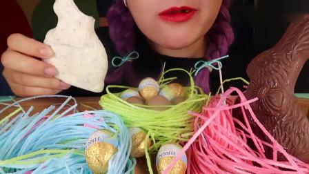 """吃货小姐姐:小姐姐吃像""""鸟巢""""一样的棉花糖、小兔子巧克力、巧克力蛋"""