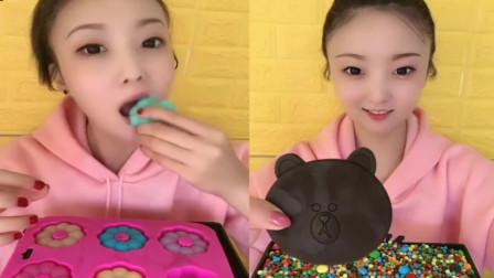 小美女吃播:果冻花朵糖和卡通巧克力糖,各种味道都有,好玩又好吃