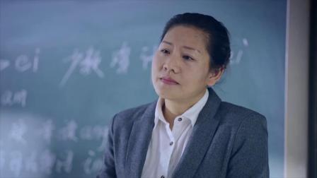 叶骞泽上粤语课提了一个问题,老师乐了,直接把他赶出去!