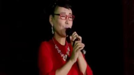 胡晓晴演唱《呼伦贝尔大草原》,老歌唱家载歌载舞,堪称经典!