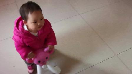 小宝宝骑扭扭车 儿童扭扭车 扭扭车(二宝一周零五天了)