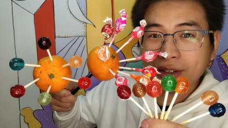 """吃货小哥吃趣味零食""""五彩棒棒糖"""",晶亮闪眼颜值高,吸溜果味浓"""