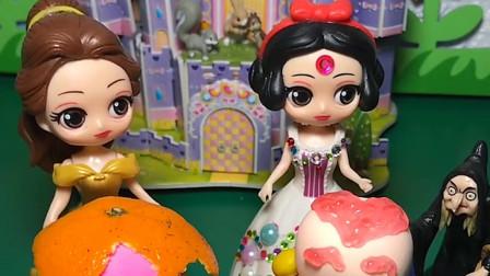 白雪和贝尔装饰蛋糕,白雪在蛋糕上面放了橘子果酱还有糖豆,小朋友你喜欢谁的蛋糕呀?