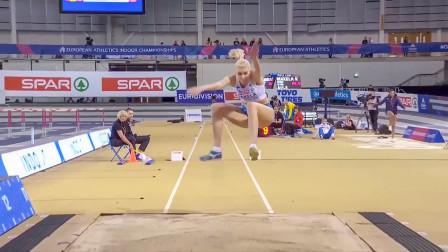 国外女子跳远比赛,精彩暴力加速,腾空那一刻,观众就不淡定了
