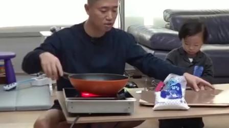 韩综:Gary做焦糖饼失败,儿子深深叹了口气,节目组导演都被逗笑了!