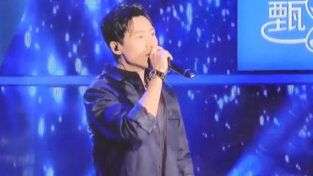魏晨10年不忘初心,为梦想一直前进,现场为乐橙们献歌《不变》!