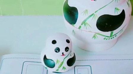 亲子育儿幼教玩具:熊猫宝宝帮小猪画出漂亮的蛋糕啦